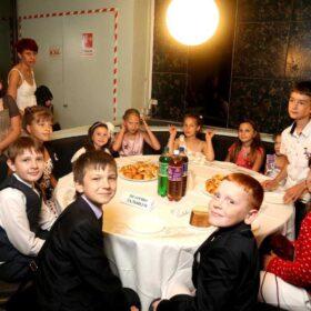 shokoladno-karameljnyy-vypusknoy-gk-kosmos-18