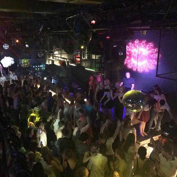 Вечеринка в клубе Lookin Rooms